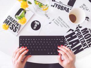 Tekstforfatning og grafisk arbejde til små og mellemstore virksomheder